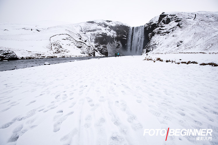 When the photo is full of white or black stuff, be sure to use exposure compensation to correct matrix metering errors.